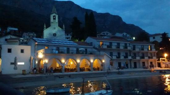 Brist, كرواتيا: The hotel at the night