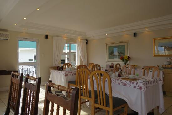 Gordon's Beach Lodge: Dining room