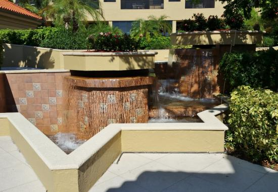 Eagle's Nest on Marco Beach: Water fountain in courtyard