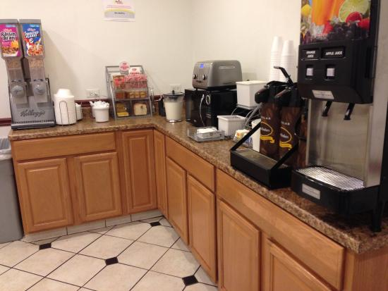 Super 8 Winchester VA : Breakfast Area