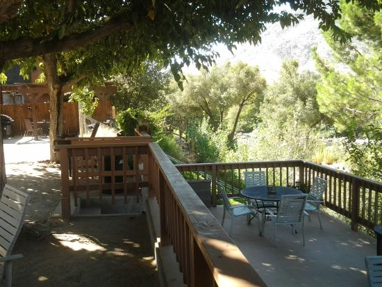 Sequoia Lodge: BBQ Patios / Deck