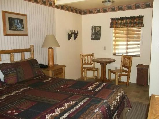 Sequoia Lodge: Single King Room