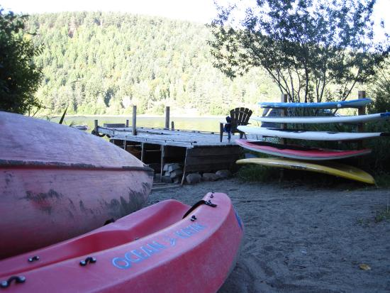 Green Acres Lakeside Resort Salt Spring Island: dock and boats