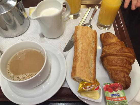 Hotel Elysee Etoile: 7 euro le petit dejeuner!