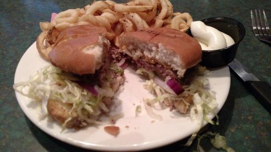 Baumhower's of Montgomery : 1/3 lb burger