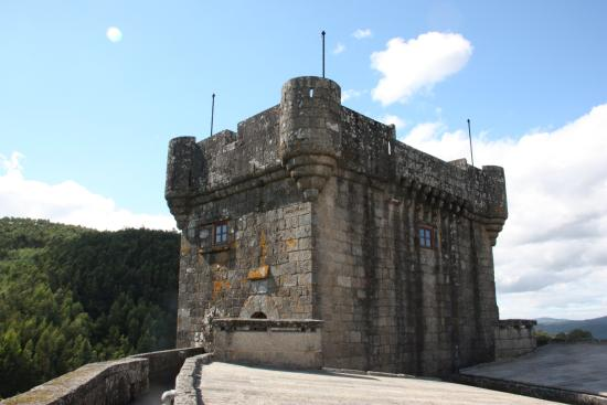 Mondariz, Испания: ''Castelo de Sobroso'' - Torre de Homenaje desde la terraza del castillo (25-08-2015)