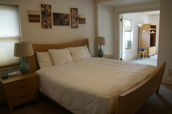 Two Bedroom Suite - Picture of Knickerbocker on the Lake ...
