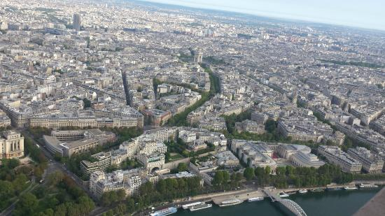 París, Francia: View from top of Eiffel Tower