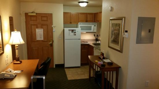 Staybridge Suites Calgary Airport Kitchenette