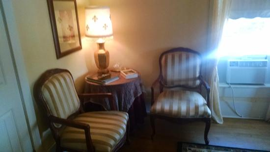 Hudspeth House Bed and Breakfast: in Room sitting area