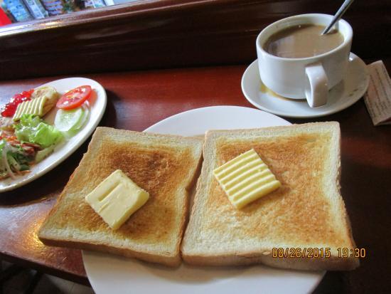 Madam Moon Guesthouse 2: nice coffee & bread