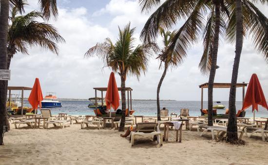 Eden Beach Resort: Beach club