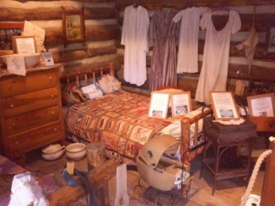 Big Bear City, Californie : Old Cabin Bedroom
