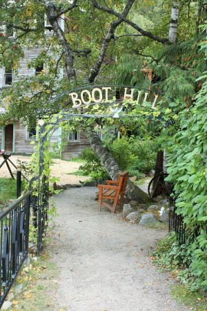 Three Valley Lake Chateau & Ghost Town: BOOT HILL