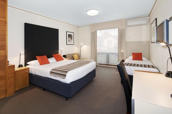 sovereign park motor inn au 166 a u 2 1 7 2018. Black Bedroom Furniture Sets. Home Design Ideas