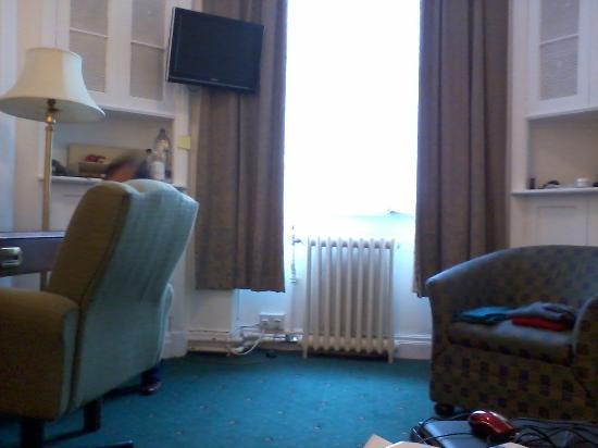 Astor Court Hotel: Habitación 2° piso al fente, muy luminosa!