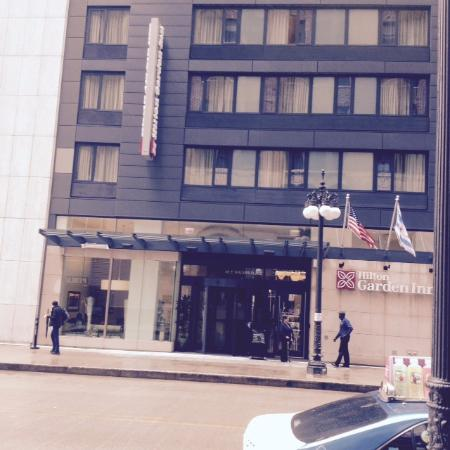 Outside of hotel picture of hilton garden inn chicago for Hotels up north chicago