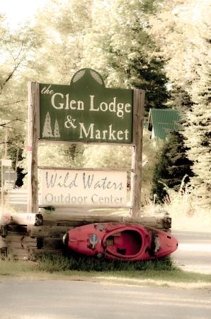 The Glen Lodge : Ourdoor signage