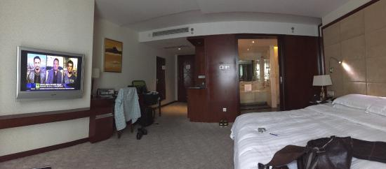 Pullman Shanghai Skyway Hotel Room