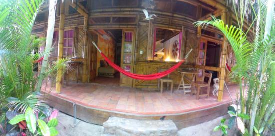 Rosa Mistica Hostal: nuestra habitación a pasos del mar