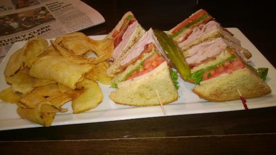 Crowne Plaza Milwaukee Airport: Club Sandwich at Crowne Plaza restaurant