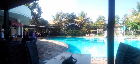 Kolam renang yang ada di hotel - Foto di Kartika Wijaya Hotel, Malang ...