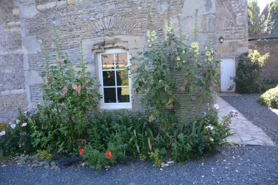 Manoir De La Riviere Bed and Breakfast: Hotel outside