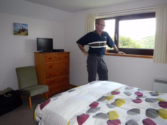 Uiginish, UK: Tom in our room with a view