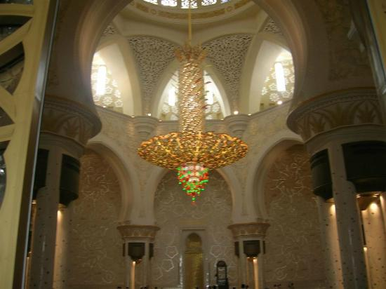 Chandeliers inside the Masjid - Picture of Sheikh Zayed Mosque ...