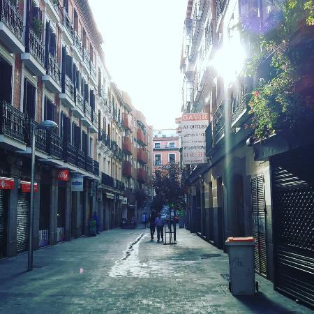 immeuble calle de hortaleza quartier chueca picture of gay madrid the chueca district. Black Bedroom Furniture Sets. Home Design Ideas