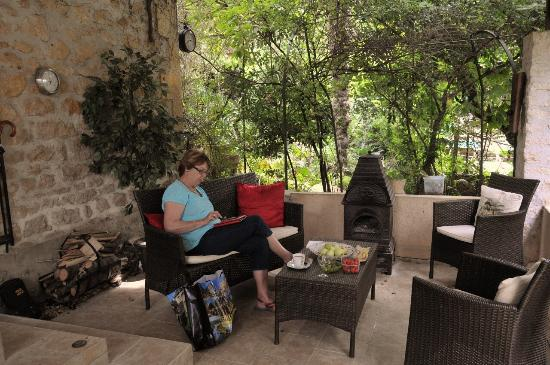 Le Jardin Sarlat: Relaxing on the patio at Le Jardin