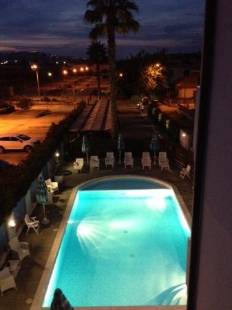 Residence Blumarine: piscina tenuta ottimamente dal mitico Simone