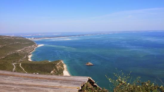 Arrabida Natural Park: Vista de um dos miradouros ao pe da estrada