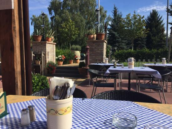 Trattoria Toscana Teltow : Auf der Terrasse sitzt man recht angenehm.