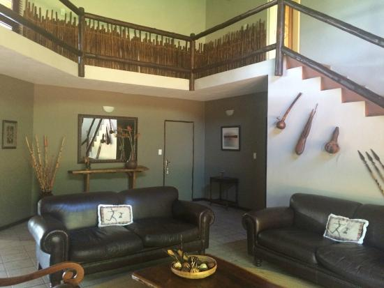 Bushwise Safaris: Lounge area