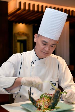 Birdcage: Chef Narong Butsriphoom adding his final touch