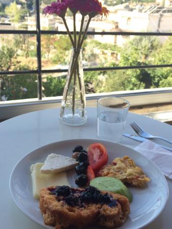 Karadut Cave Hotel: my first breakfast at the hotel - yummy!!