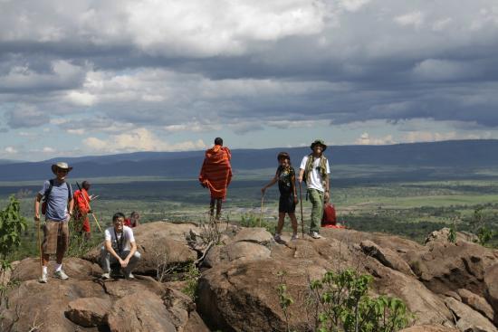 Pounds East Africa Safaris - Balloon Safari : Walk with Masai tribe
