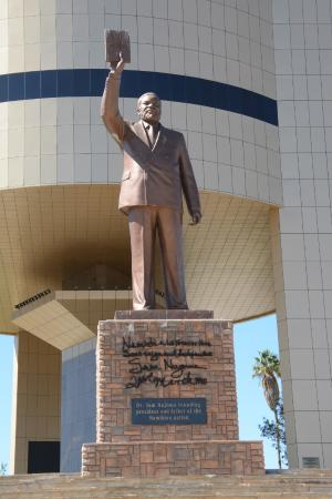 National Museum of Namibia: Statue of Namibia's first President after independence