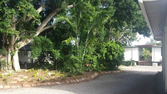 Bororen, Australien: Lush gardens