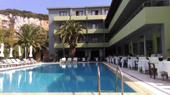 Pool view picture of la piscine art hotel skiathos for La piscine skiathos