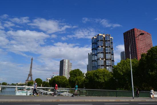 Foto desde el hotel al senna picture of novotel paris for Piscine novotel tour eiffel