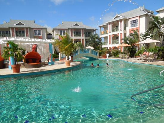 Bay Gardens Beach Resort: piscina
