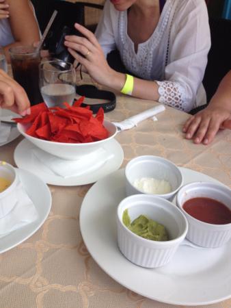 Hi Tide Restaurant at Bay Gardens Beach Resort : nachos