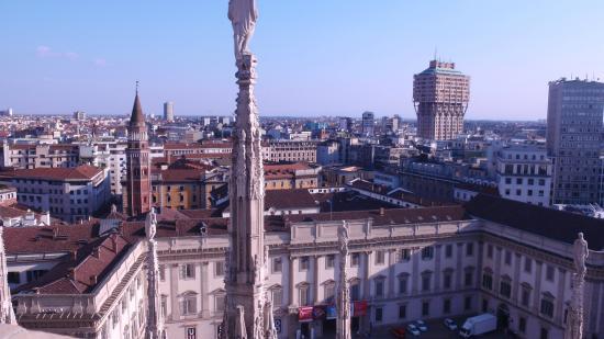 Veduta dalle terrazze del Duomo - Foto di Duomo di Milano, Milano ...