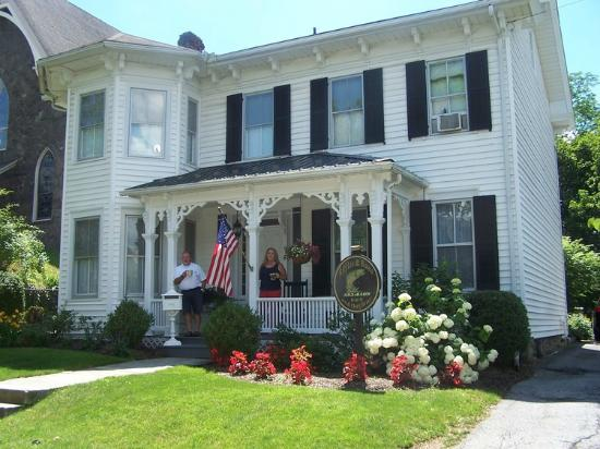 Riffles & Runs Bed & Breakfast: Close to Penn State University and World Class Fly-Fishing