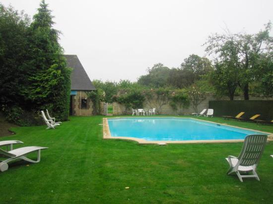 Audrieu, France : Бассейн