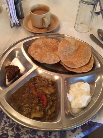 Maya Hotel & Restaurant: завтрак в кафе при отеле