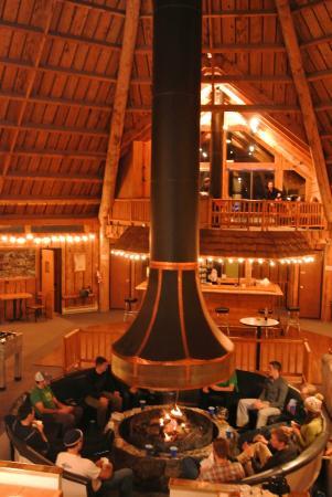 Teton Teepee Lodge: Evening glow in the lodge