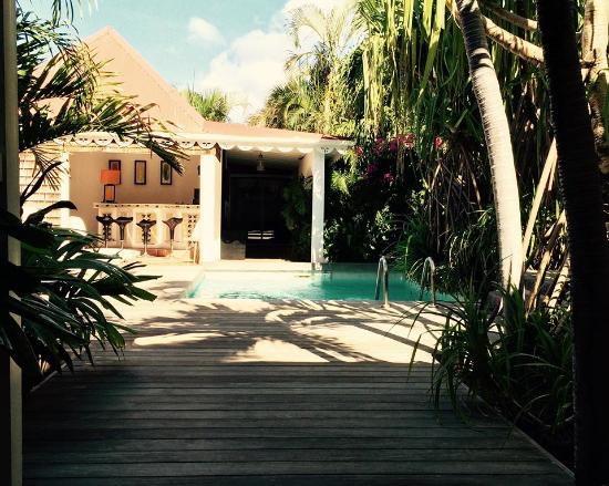Salines Garden Cottages : View of the pool